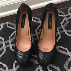 Black Ann Taylor round toe pump